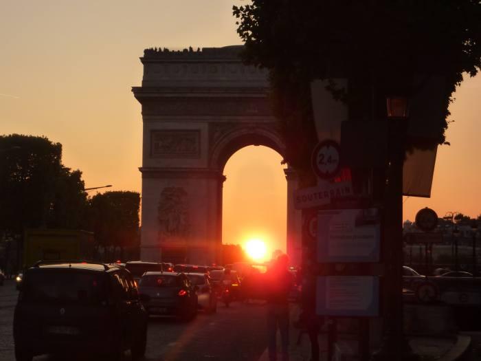 Lever et coucher du soleil sous l 39 arc de triomphe - Lever et coucher du soleil paris ...